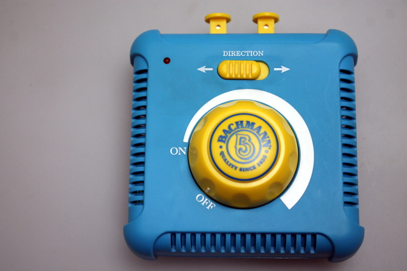 Speed Controller - Thomas Blue & Yellow (HO Scale)